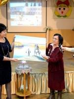 Н.Н.Макарова зажгла «Свечу Памяти» и подарила школе свою картину
