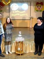 «Свечу Любви» зажигают семейные пары, которые созданы со школьной скамьи. Это молодая семейная пара Шалаховых и семья Демьяновых