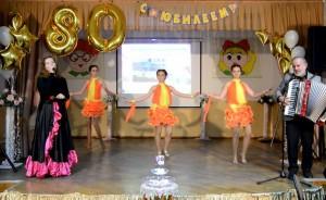 Музыкальный номер «Бесаме муча» в исполнении учителя музыки В.А.Спыну и учащейся школы Топорковой Анастасии